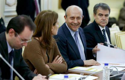 El ministro de Educación, José Ignacio Wert, preside la reunión.