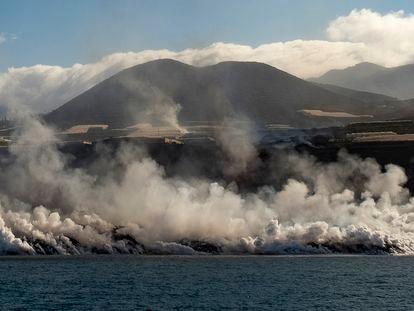 Llegada de la lava del volcán de La Palma al océano. Foto: Arturo Rodríguez