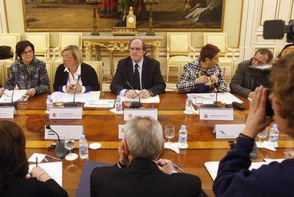 Reunión del ministro Ángel Gabilondo con los consejeros de Educación.