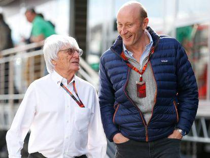 Bernie Ecclestone, ex consejero delegado de la Fórmula 1, y Donald Mackenzie, cofundador y copresidente del fondo CVC.
