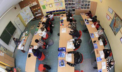 Fotografía realizada con una lente de ojo de pez a un grupo de alumnos de una escuela de Arsnberg, Alemania