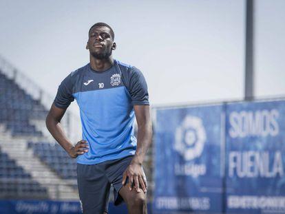 El futbolista Randy Nteka en el campo del Fuenlabrada.