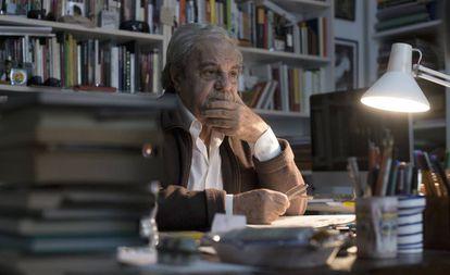 El escritor Juan Marsé, en su casa de Barcelona, en 2014.