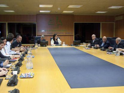 Reunión de la Ponencia de Autogobierno celebrada este viernes en Vitoria.