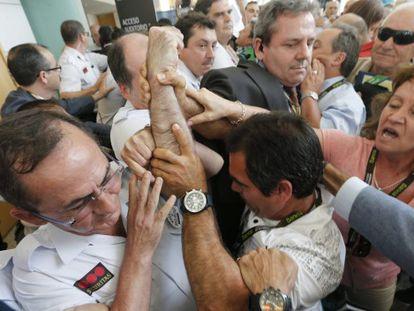 Las protestas marcan la junta de Bankia
