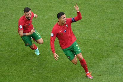 Cristiano Ronaldo y Bruno Fernandes celebran el primer gol de Portugal contra Alemania.