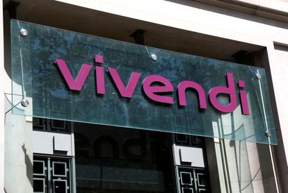 Logo de Vivendi en la entrada de sus oficinas centrales de París, el pasado agosto.