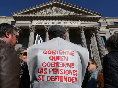 Manifestacion de pensionistas frente al Congreso de los Diputados.