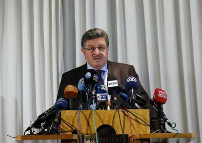 Salem al-Muslat, portavoz de la oposición siria, se dirigía a la prensa este domingo en Ginebra.