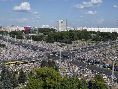 Imagen de la marcha contra Lukashenko, este domingo en Minsk.