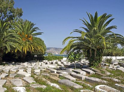 Cementerio judío en la medina, frente al paseo marítimo.