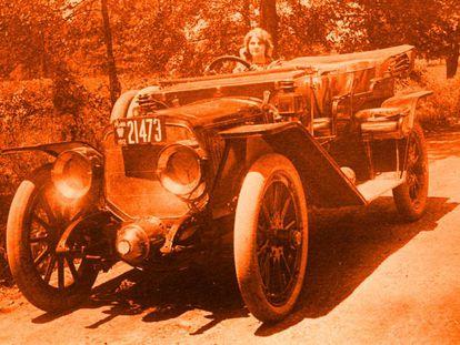 En la década de los diez era poco habitual ver conducir a mujeres, pero también a hombres. No había demasiados coches por las calles. Florence Lawrence no solo los usaba, sino que quiso perfeccionarlos.