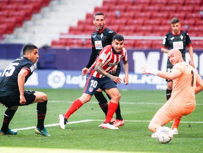 Correa marca su segundo gol ante el Eibar este domingo en el Wanda Metropolitano.