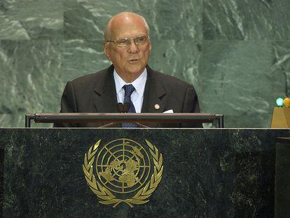 El entonces presidente de Nicaragua Enrique Bolaños Geyer habla ante la Asamblea General de las Naciones Unidas en Nueva York, el 22 de noviembre de 2004.