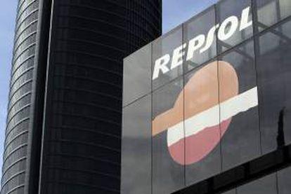 Vista del logotipo de la compañia petrolera Repsol,  en su sede del Paseo de la Castellana en Madrid. EFE/Archivo.