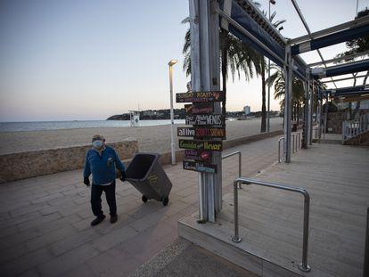 Bares cerrados en la playa de Magaluf, en Calviá (Mallorca).