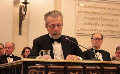 El pintor Hernán Cortés durante el acto de ingreso en la Real Academia de Bellas Artes de San Fernando, Madrid.