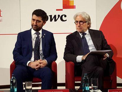 El presidente de Foment del Treball, Josep Sánchez Llibre, a la derecha, y el consejero Jordi Puigneró.