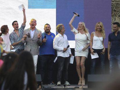Actores, actrices y escritores iberoamericanos durante el pregón del World Pride en Madrid.