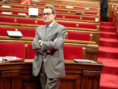 Artur Mas espera el inicio del debate en el Parlamento de Cataluña, el pasado día 16.