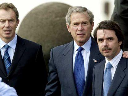 Tony Blair, George W. Bush y José María Aznar, en la cumbre de las Azores, el 16 de marzo de 2003.