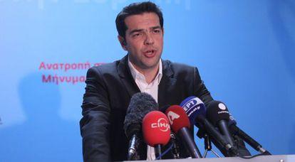 Alexis Tsipras, responde el domingo a los medios de comunicación.