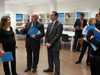 Hortensia Roig, Antonio Noblejas y Manuel Palma, dirigentes de Edem, en la presentación del centro.