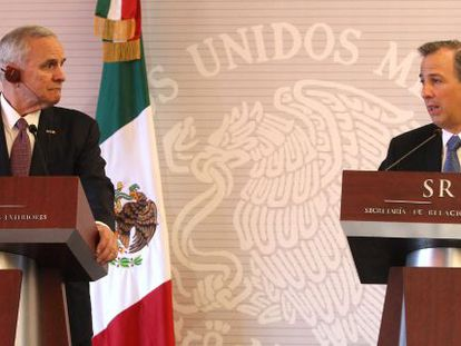 El ministro de Exteriores mexicano junto al gobernador de Minnesota.