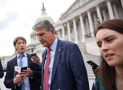 El senador Joe Manchin abandona el Capitolio, este jueves en Washington.
