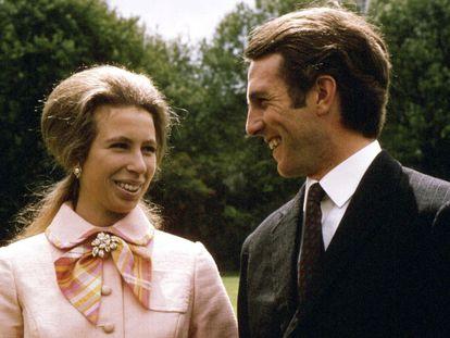 File photo dated 30/05/73 of La princesa Ana y el capitán Mark Philips el 30 de mayo de 1973 tras el anuncio de su compromiso.