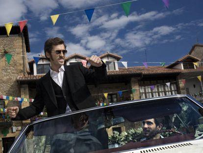 """¿Existe un español real, más allá de topicazos como """"siesta, fiesta y paella""""? Sí, existe. Los de la imagen son los actores Raúl Arévalo y Quim Gutiérrez en la película 'Primos'."""