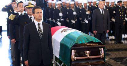 Peña Nieto, en el funeral de un vicealmirante asesinado este domingo.