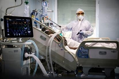 ICU of the Hospital Clínico de Valencia in November 2020.
