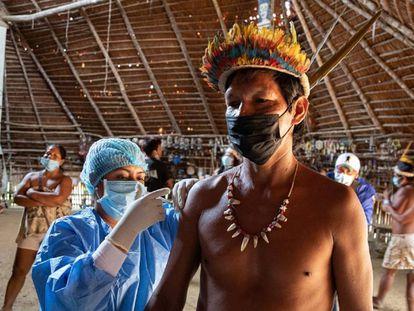 Danza y pinchazos para acabar con la pandemia