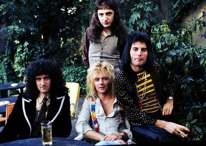 Brian May, John Deacon, Roger Taylor y Freddie Mercury, Queen, en 1976.