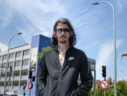 Ramsés Gallego, alias El Coleta, posando en exclusiva para ICON en su barrio, Moratalaz.