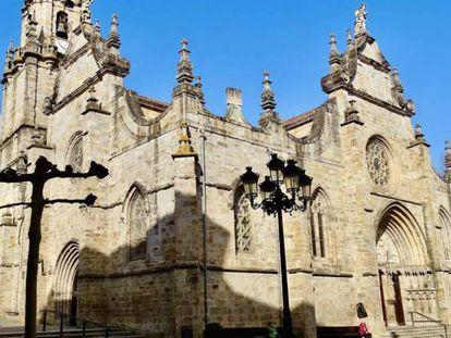 Iglesia de San Severino, en Balmaseda. En vídeo, la ertzaintza amonesta al párroco de Balmaseda.