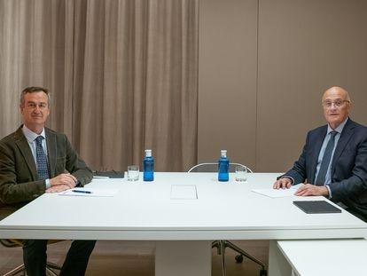César González-Bueno, nuevo consejero delegado del Sabadell, a la izquierda, y el presidente Josep Oliu