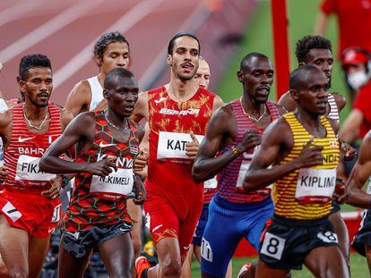 Mohamed Katir, en el centro de la imagen, en la final de 5000m