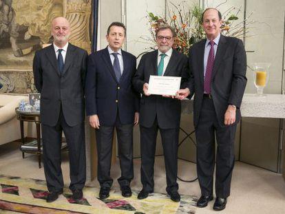 Ramón Gil Casares, Javier Cremades, Juan Luis Cebrián y John Wolf.