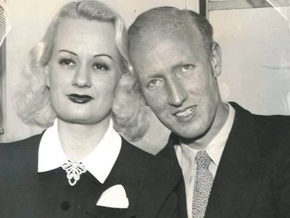 Edith Rogers y Harold E. Dahl, tras su reencuentro, en un hotel de Nueva York el 17 de marzo de 1940.