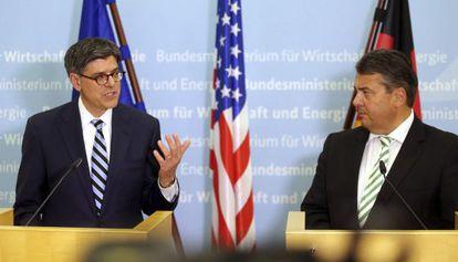 El secretario del Tesoro estadounidense, Jack Lew y el ministro alemán de Economía, Sigmar Gabriel.