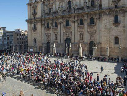 Concentración del lunes en apoyo del olivar en la plaza Santa María, en Jaén.