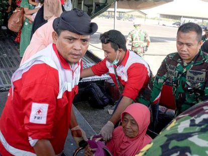 En vídeo, las tareas de rescate de víctimas a contrarreloj, en Palu, Indonesia.