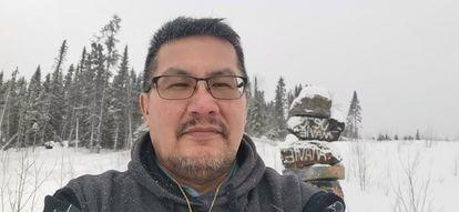 James Papatti en Kitsisakik, su comunidad de origen y donde vive actualmente.