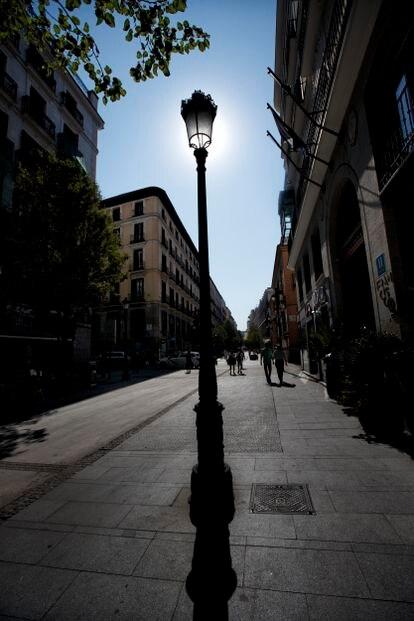 Nuevas farolas en la calle de Arenal, modelo Fernando VII.