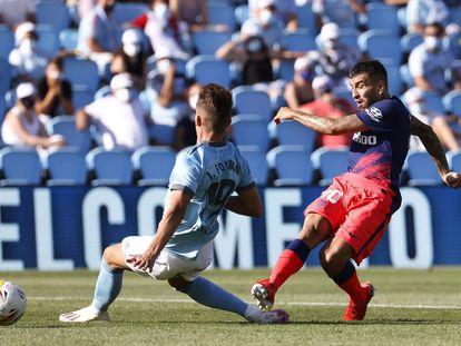 Correa marca su segundo gol ante el Celta este domingo en Balaídos.