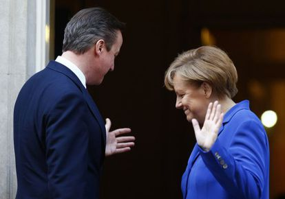 David Cameron y Angela Merkel, reunidos en febrero en Londres.