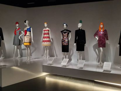 Algunos de los diseños cedidos por Sandy Schreier y expuestos en el Museo Metropolitano de Nueva York.