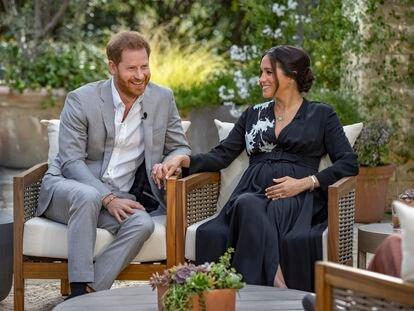 Los duques de Sussex, Enrique y Meghan, durante su entrevista con Oprah Winfrey.